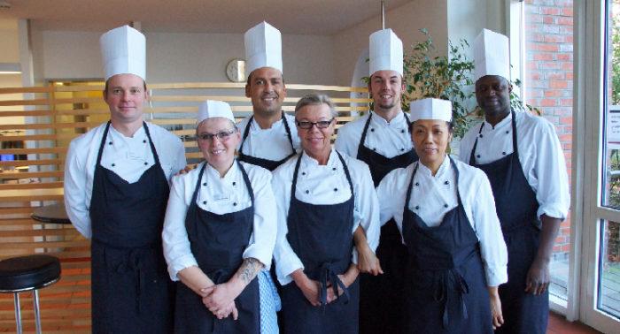 Das Essenszeit-Team der Schlüterschen verpflegt jeden Tag die Mitarbeiter.