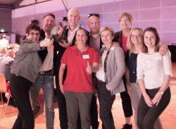 Das Team der Schlüterschen freut sich mit Preisträger Ingo Jagels