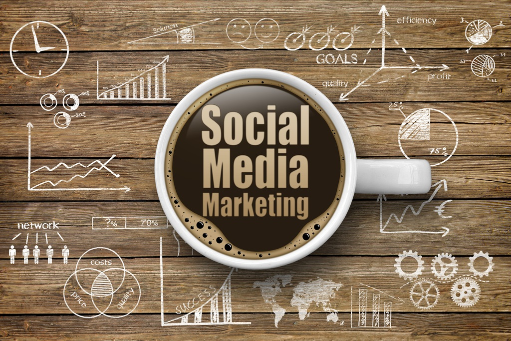 Social Media Marketing Schriftzug in Kaffeetasse