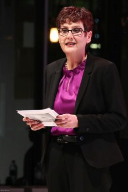 Irmke Frömling hält die Laudatio für die Gewinner des Goldenen Bulli 2018