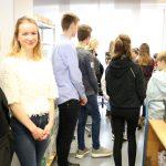 Azubis begleiten die Schüler*innen durchs Verlagshaus der Schlüterschen