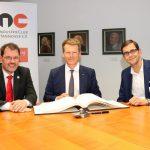 Dr. Carsten Kuhlgatz, Dr. Richard Lutz und Lutz Bandte im Verlagshaus der Schlüterschen