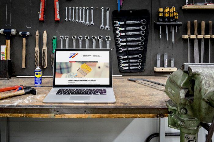 Laptop mit responsiver Webseite