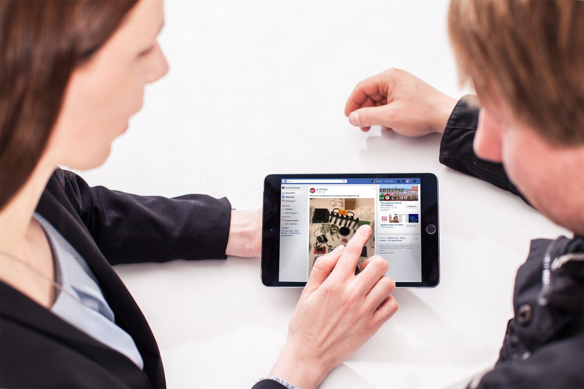 Social Media Marketing am Tablet